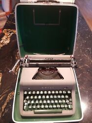 Royal Quiet De Luxe Typewriter With Case
