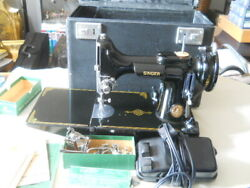 Singer 221k Featherweight Sewing Machine With Case And Parts.