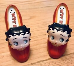 """Collectible Betty Boop Beatiful """"shoes"""" Salt And Pepper Shakers Ceramic"""