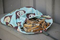 Vintage Laundry Clothes Line Pin Bag Wire Holder 100 Assorted Wooden Clothespins