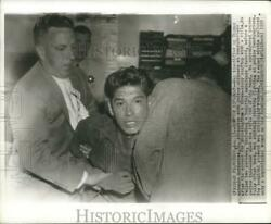 1959 Press Photo Thomas Gutierraz Struggles With Officers At Police Headquarters