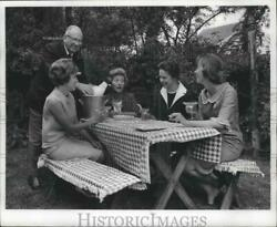 1966 Press Photo Greater Milwaukee Members Of Lawyersand039 Wives Volunteer Projects