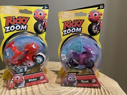 Ricky Zoom W/snow Tires And Toot Free Standing Free Wheeling Motorcycle Figures