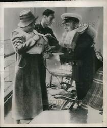 1939 Press Photo Officer Fitting Queen Elizabeth With A Lifebelt During Drill