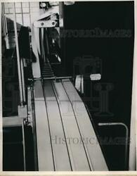 1950 Press Photo Conveyor Belt Factory Packaged Cheese Manufacturing
