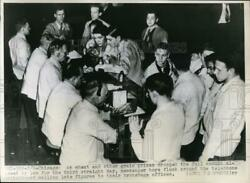 1948 Press Photo Chicago Board of Trade Messenger Boys Man Telephone Switchboard $19.99