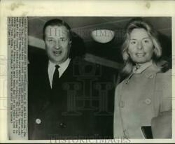 1965 Press Photo Henry Ford Ii And Bride Arrive At London Airport - Now01135