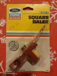 Ertl Ford New Holland 1987 Square Baler Die Cast Metal Tractor Trailor Toy