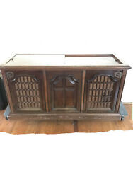 1970's Magnavox Stereo Cabinet Console Radio And Record Player