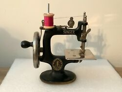 Singer Model No. 20 Vintage 1920and039s Mini Childand039s Hand Crank Sewing Machine Toy