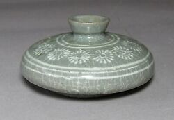 A Fine Korean White Slip Inlaid With Chrysanthemums Oil Bottle-13th C