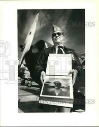 1991 Press Photo Bill Stratton With Stinson L-5 At Kelly Air Force Base
