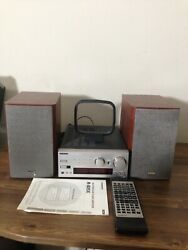 Onkyo Stereo Tuner Amplifier With Accessories Model No. R-805x Excellent.
