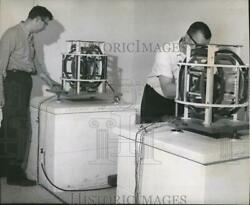 1966 Press Photo Bob Eppley, Bud Odell Constantly Measure Magnetic Field