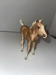 Breyer traditional Horse Palomino Foal Standing Sweet Cute Brown White