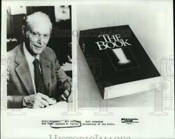 1985 Press Photo Kenneth Taylor's Paraphrase Of Bible, The Book. - Sax16278