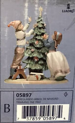 Lladro Large Figurine Trimming The Tree Christmas Holiday Boy Girl 5897 Mint Box