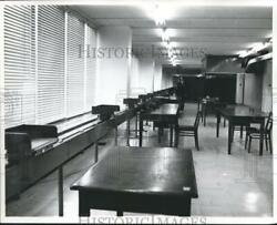 1967 Press Photo Conveyor Belt System Used To Distribute Papers Scotland Yard