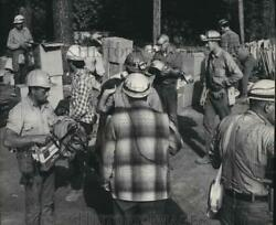 1967 Press Photo Forest Fire Fighters At Dry Mountain Fire Camp - Spa42435