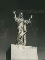 1949 Press Photo Portugal-life Size Statue Of Christ Greets People In Fatima