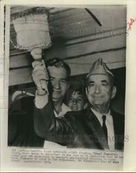 1970 Press Photo Jose Pepe Figueres Shows Broom To Supporters In San Jose