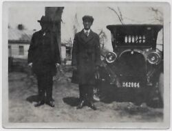 Old Photo 2 Men Wearing Coats And Hats With Car License Plate 1910s