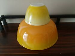 Pyrex Pineapple Party Chip And Dip Bowls, 404 And 401, Orange And Yellow Ombre