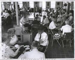 Press Photo A group of people playing cards in a rec center RSM12009