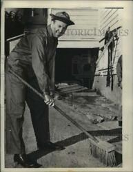 1943 Press Photo Don Budge Inducted Into Armed Forces Carries A Broom