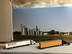 1/87 Ho Scale, 2 Kenworth Tractors W/ 2 - 53' Athearn Utility Reefer Trailers