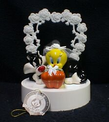 Tweety Bird And Sylvester The Cat Warner Brothers Looney Tunes Wedding Cake Topper
