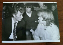 PHOTO DE PRESSE JOHNNY HALLYDAY A LA PROJECTION DE GO JOHNNY GO 1984