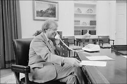 Poster, Many Sizes Jimmy Carter At His Desk In The Oval Office 1977