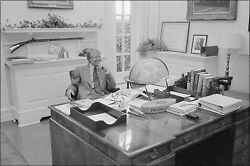 Poster, Many Sizes Jimmy Carter At His Desk In His Private Study 1977