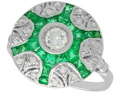 Contemporary 0.70 Ct Emerald And 0.63 Ct Diamond 18k White Gold Dress Ring