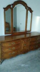 Thomasville furniture bedroom vintage 1983 Dresser + 2 end tables + head board.