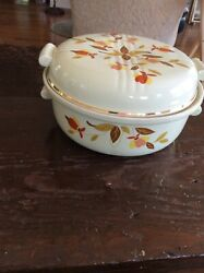 HALL#x27;S JEWEL TEA AUTUMN LEAF CASSEROLE DISH WITH LID . 8 1 2quot;
