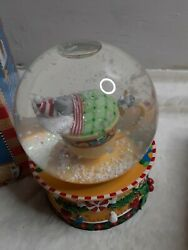 2006 Musical Snowglobe Mouse In Teacup Christmas Mary Engelbreit We Wish You