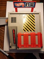 Vintage Mattel Hot Wheels Fix And Fill Up Center Playset 1986 Carry Playset