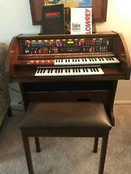Lowrey Explorer Organ Model Lc/6 With Stool Slightly/used