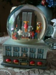 1999 Thanksgiving Day Parade Musical Snow Globe Twin Towers Nyc 1st Series