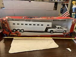 New Ray Cattle Trailer Trucker Dodge Ram 3500 1/32 All While New In Box.