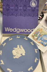 Rare Wedgwood Blue Jasper Peter Rabbit Plate Flopsy Mopsy And Cotton Tail W/ Box