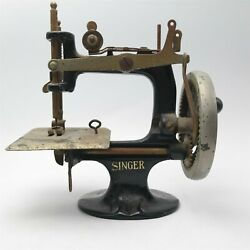 Vtg 1920's Singer Mini Child's Hand Crank Sewing Machine Toy Needs Cleaning Nice