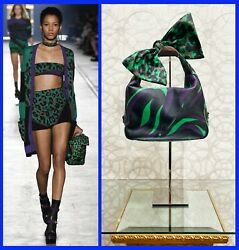 S/s 2016 Look 11 New Versace Green Military Leather Bag