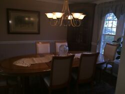 Formal Dinning Room Table And Chairs - Great Condition Perfect For Family Events.