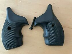 Uncle Mikes Boot Grips Sandw J Frame Round Butt 59010 Smith And Wesson Mike's