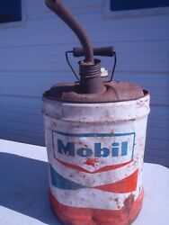Rare Vintage Mobil Oil Motor Oil Can With Spout 5 U.s. Gallon