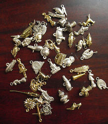 Big Lot Of Vintage 1950s Gold Plastic Premiums Pendants And Charms Look