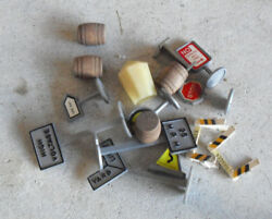 Small Lot Of Vintage O Scale Accessories Signs Barrels Others